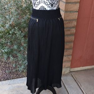 Metro wear pleated maxi skirt